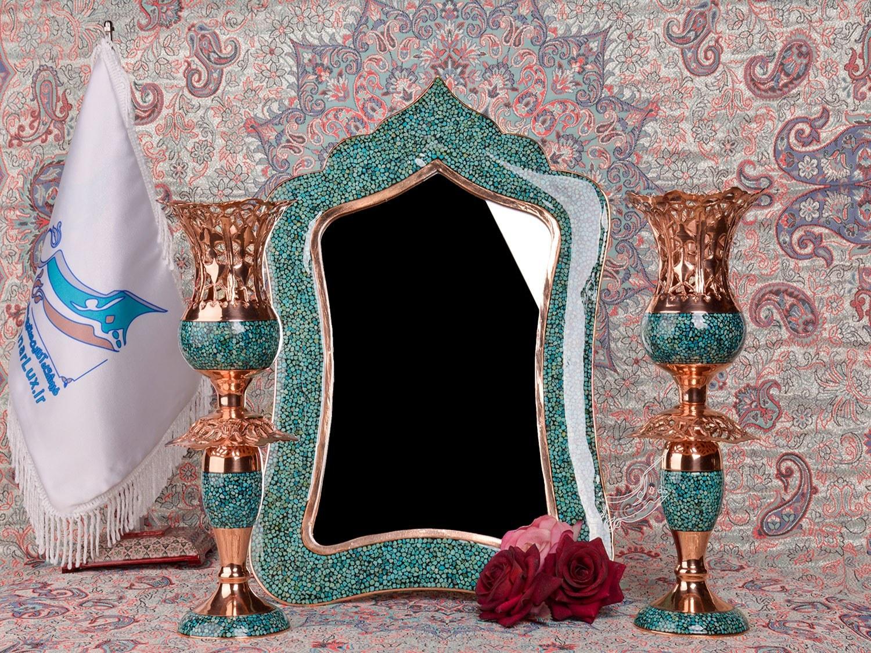 تصویر آینه و شمعدان فیروزه کوبی