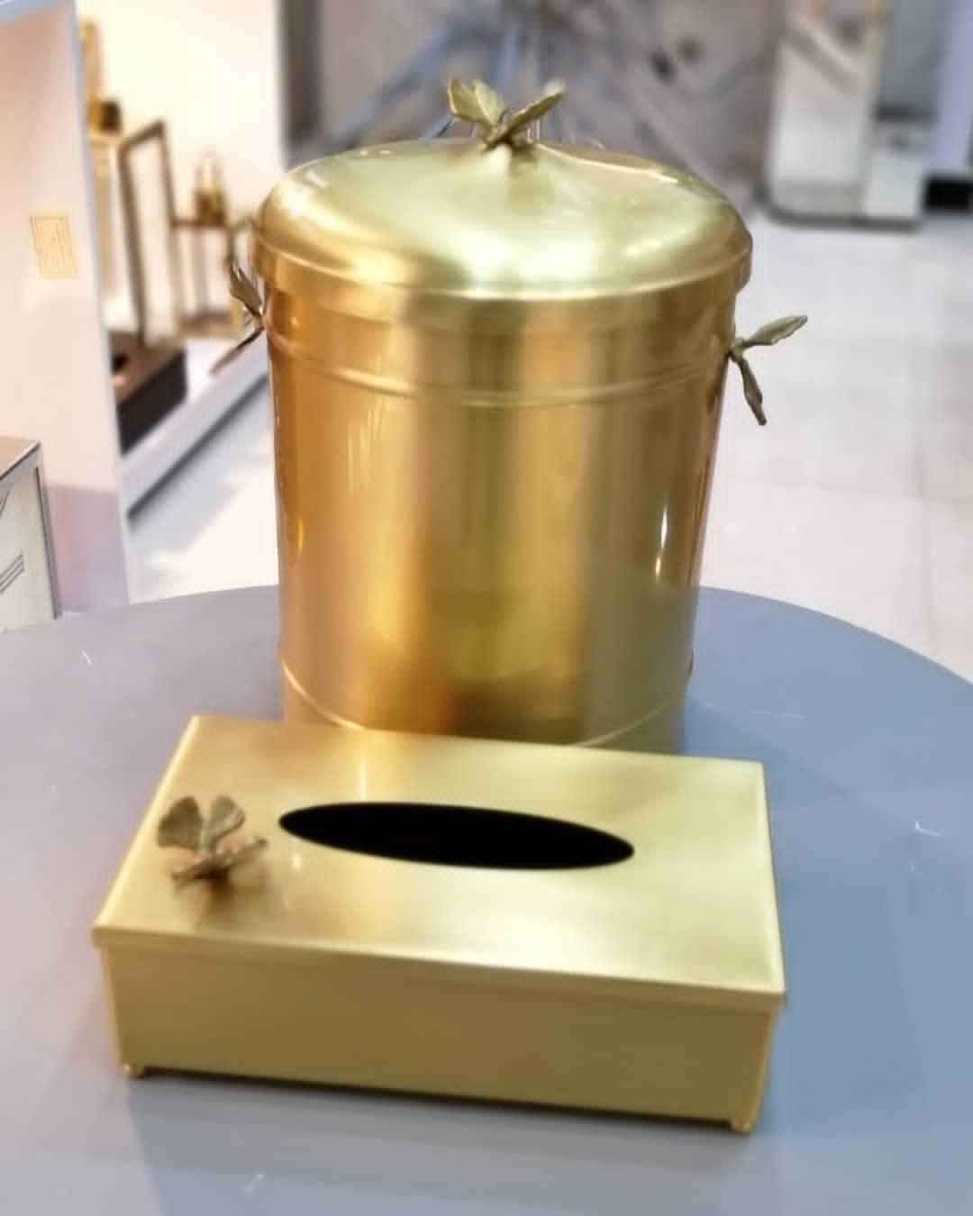 تصویر ست سطل و جا دستمال کاغذی برنجی طلایی