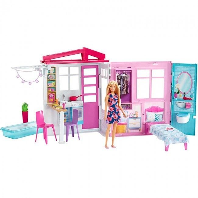 تصویر عروسک باربی با خانه قابل حمل و لوازم مدل FXG55