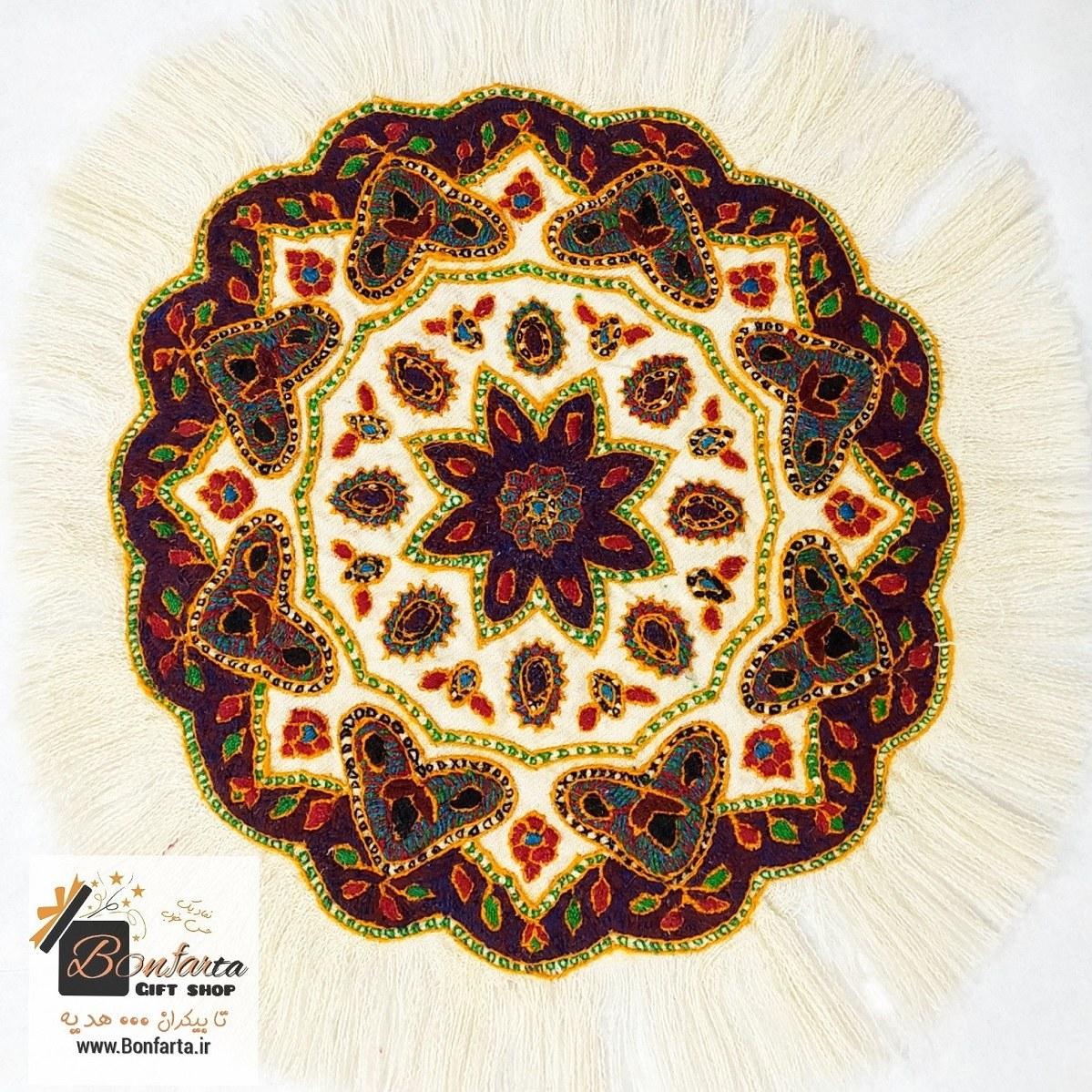 تصویر رومیزی گرد پته کرمان طرح ترنج سفید بزرگ
