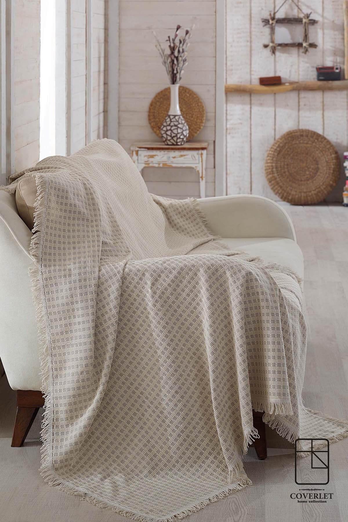 تصویر شال تخت و مبل چهارخونهای قهوهای