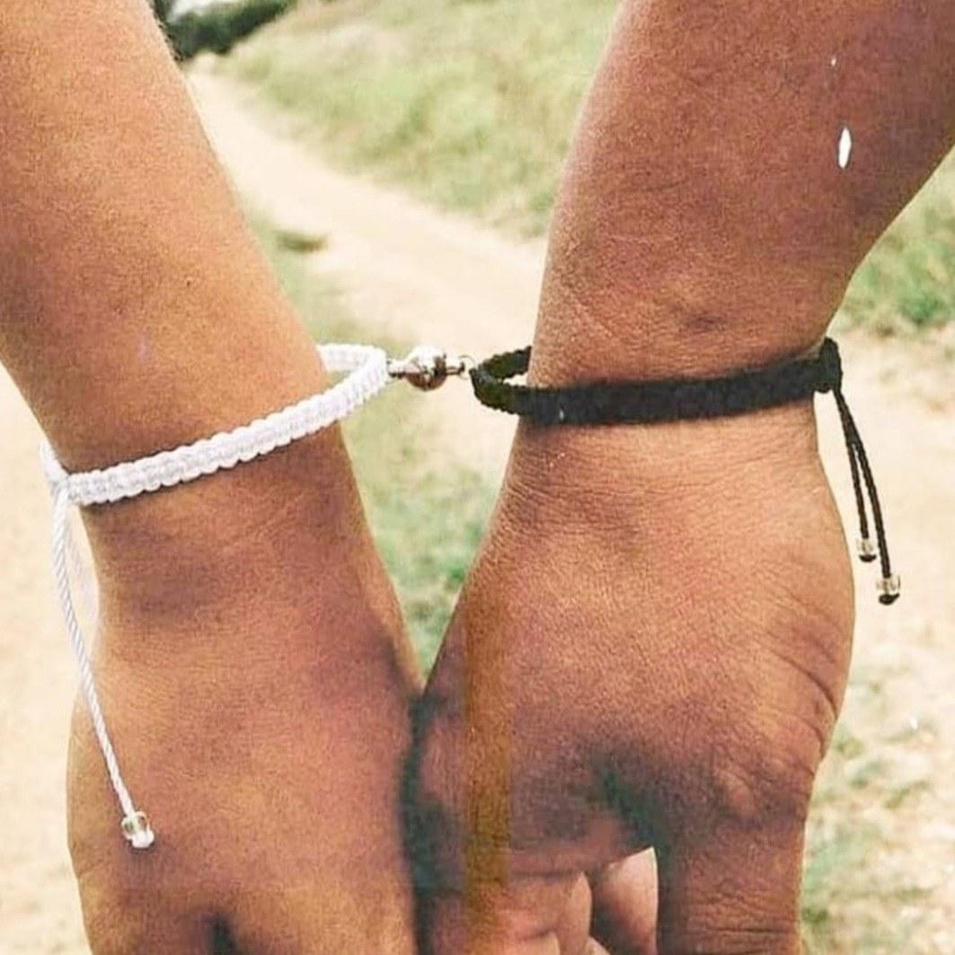 تصویر دستبند ست زنانه مردانه آهنربایی مگنتی ا دستبند-ست-زنانه-مردانه-آهنربایی-مگنتی دستبند-ست-زنانه-مردانه-آهنربایی-مگنتی