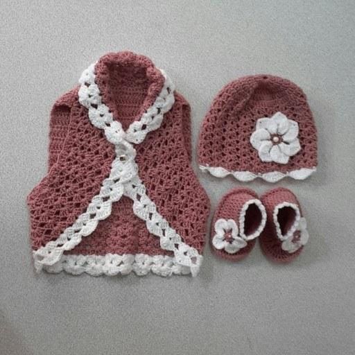 ست کامل نوزادی شامل جلیقه و کفش و کلاه دخترانه |