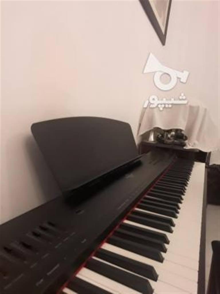 عکس پیانو الکتریک برگمولر p10  پیانو-الکتریک-برگمولر-p10