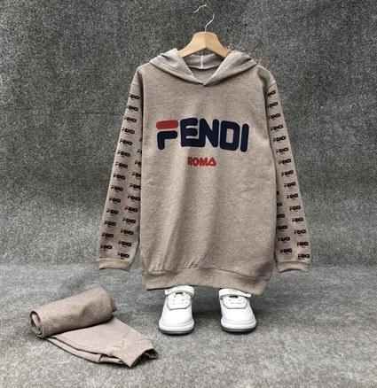 تصویر هودی تک fendi - خاکی / فری سایز از سایز ۳۶الی ۴۴