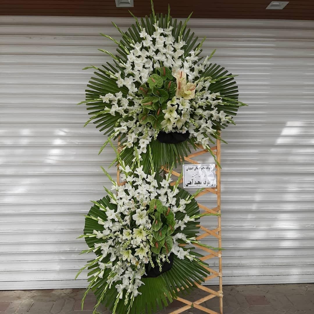 تصویر تاج گل ترحیم دو طبقه بزرگ 3 متری (ارسال تاج گل به تهران و کرج)