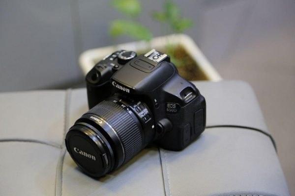 دوربین دسته دوم 650D کانن همراه با لنز kit 18-55mm |