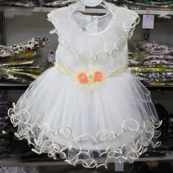تصویر لباس عروس سفید دخترانه فنردار
