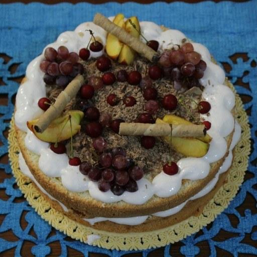 کیک تولد خامه ای با تم میوه تابستونی |