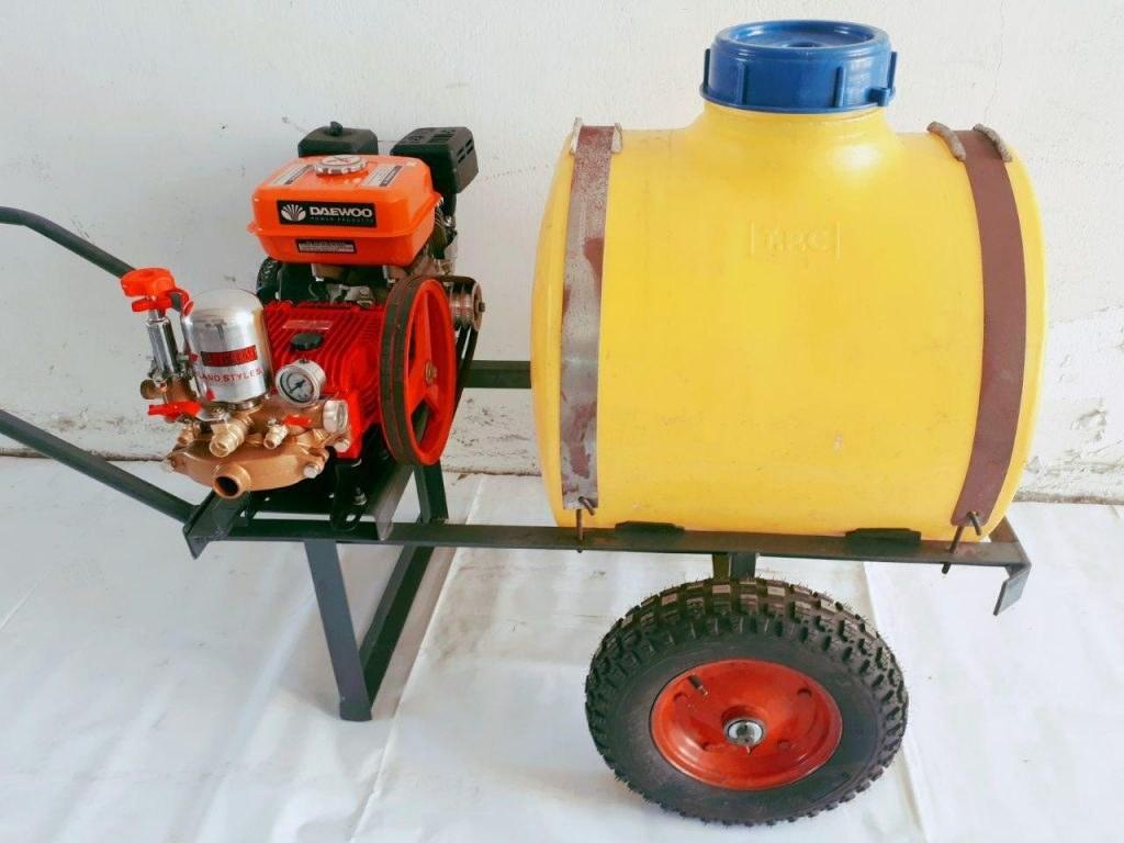 سمپاش فرغونی 100 لیتری با پمپ بنزینی 45 بار بهمراه 50 یارد شیلنگ 8.5 و لانس