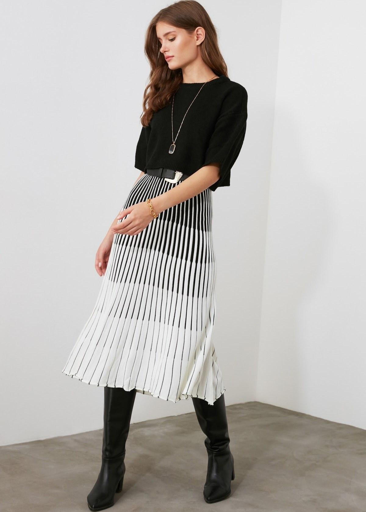 تصویر خرید نقدی دامن زنانه فروشگاه اینترنتی مارک ترندیول میلا رنگ بژ کد ty35461126