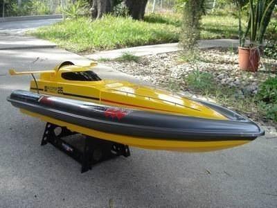 قایق مسابقه سرعتی RC RTR مدل Majesty 800s همراه با کنترل از راه دور محصول Media TECH.