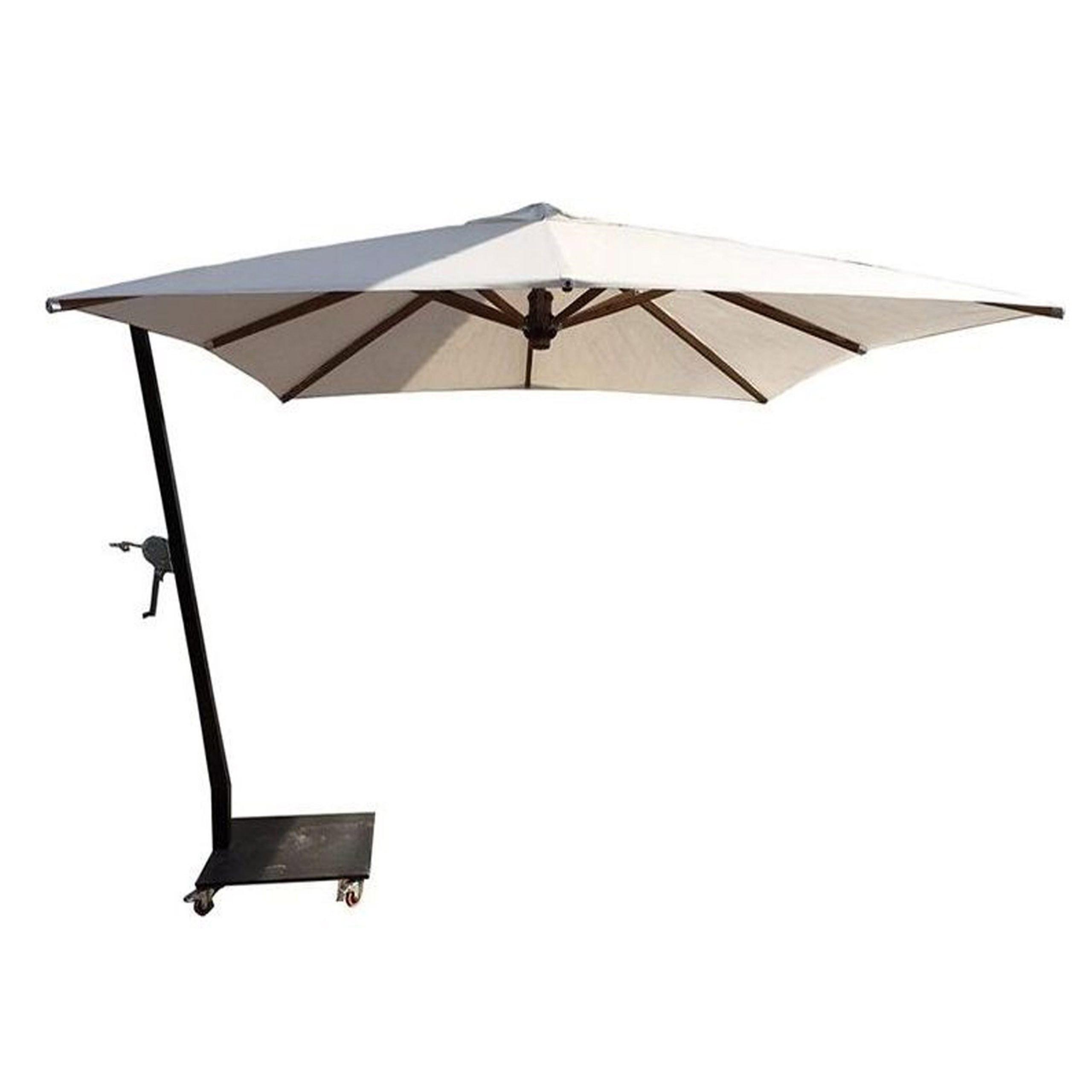 تصویر چتر پایه کنار باغی سایه بان قطر سه متر