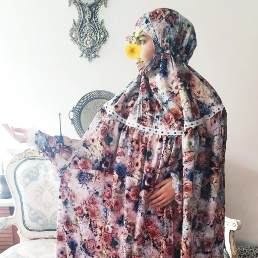 چادر نماز پوشیده بلند