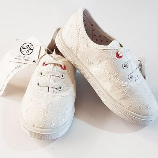 عکس کفش کتانی گلدوخت سفید بچگانه  کفش-کتانی-گلدوخت-سفید-بچگانه