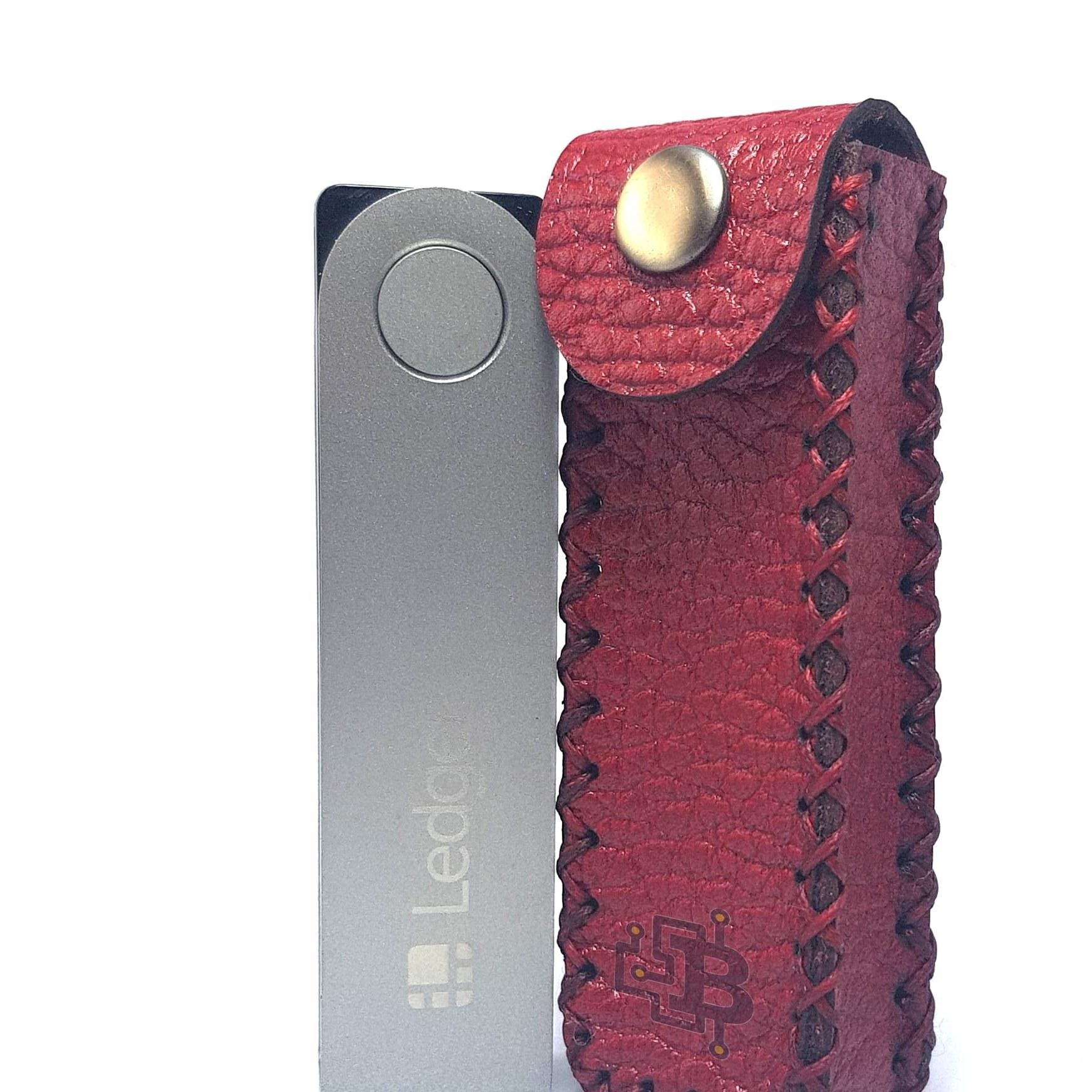 تصویر کیس چرم طبیعی گاوی مناسب کیف پول لجر نانو ایکس – Ledger Nano X Natural Cow Leather Case