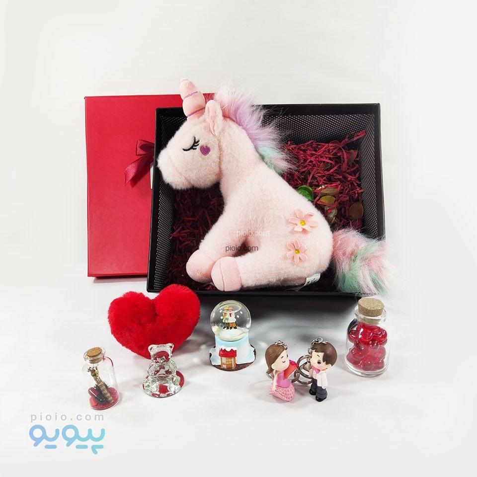 تصویر باکس هدیه تولد با عروسک یونیکورن