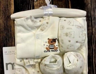 ست لباس نوزادی 7 تکه بیمارستانی مادرکر | ست mothercare