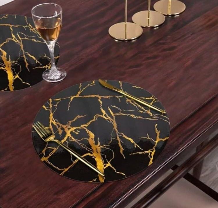 تصویر زیر بشقابی گرد ماربل - مشکی دو رو رگه طلایی _سیلور
