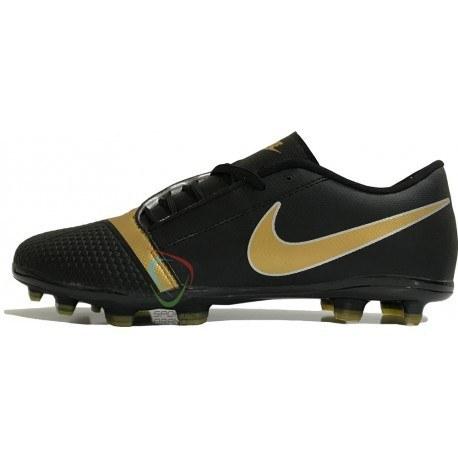 کفش فوتبال نایک مدل Phantom