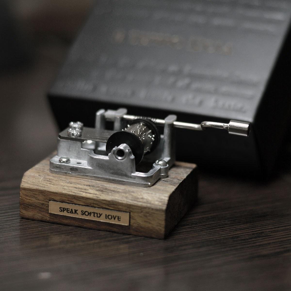 تصویر جعبه موزیکال هندلی - دو مدل کلاسیک و جدید
