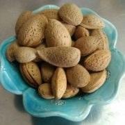 عکس بادام سنگی دهاتی(نیم کیلویی) + هدیه رایگان  بادام-سنگی-دهاتی-نیم-کیلویی-+-هدیه-رایگان