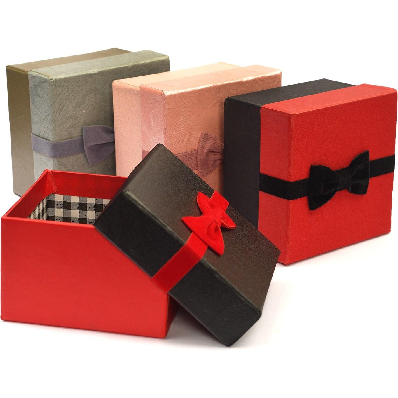 تصویر جعبه کادویی مربع کوچک