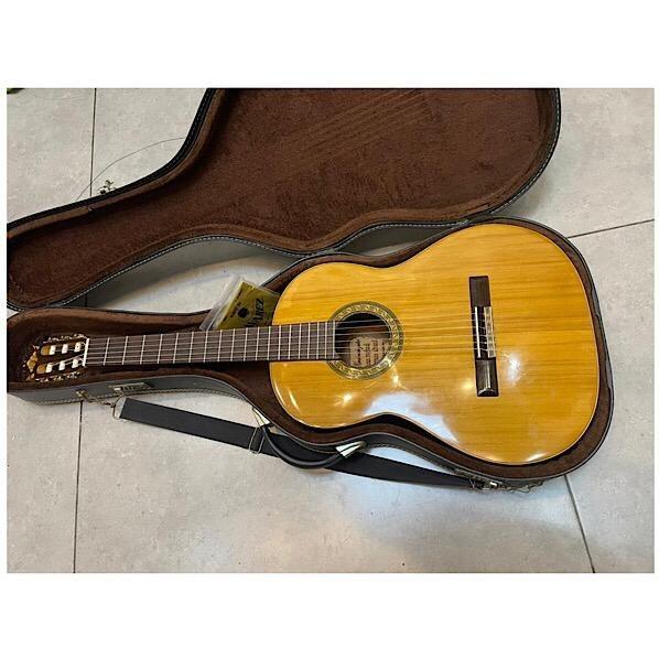تصویر گیتار کلاسیک استاد احسان روغنی دست ساز