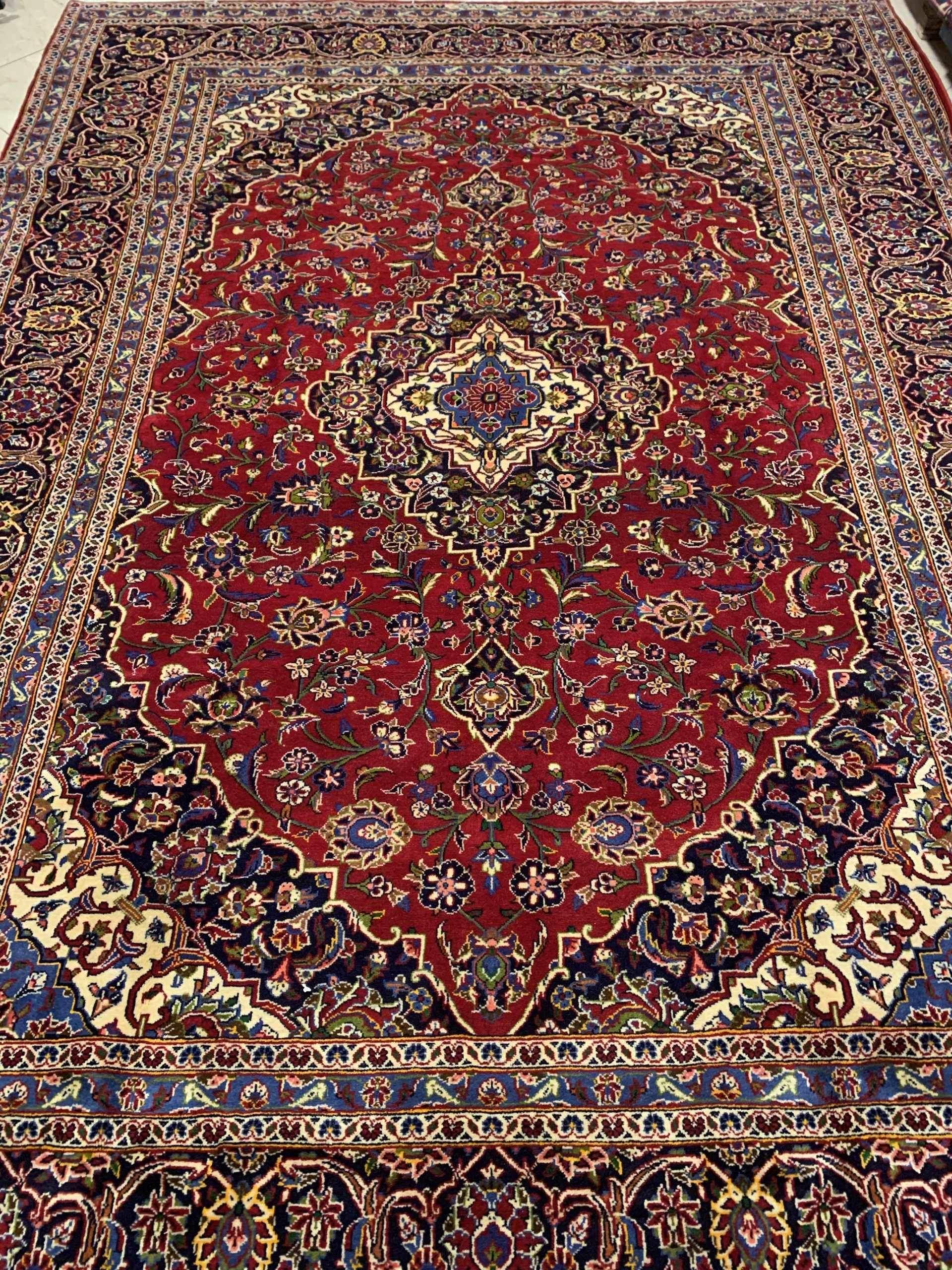 تصویر فرش دستباف ۹ متری کاشان لاکی