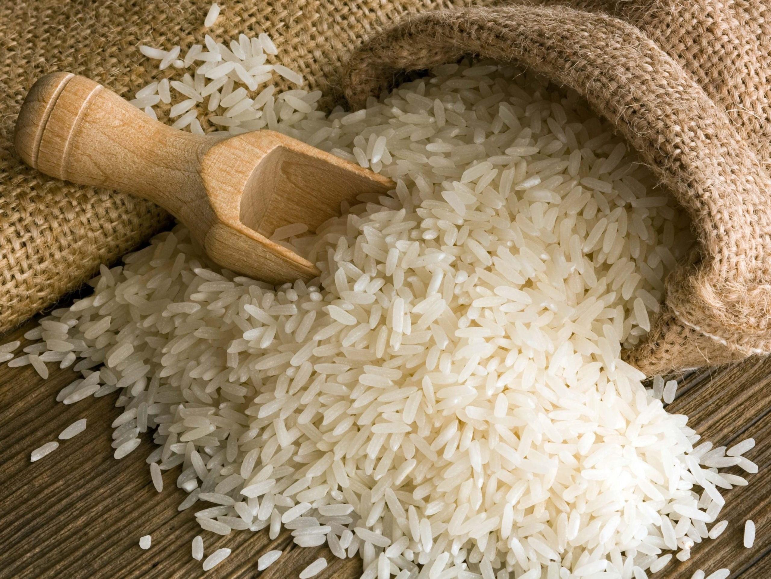 تصویر برنج عنبر بو درجه یک۱۰کیلویی