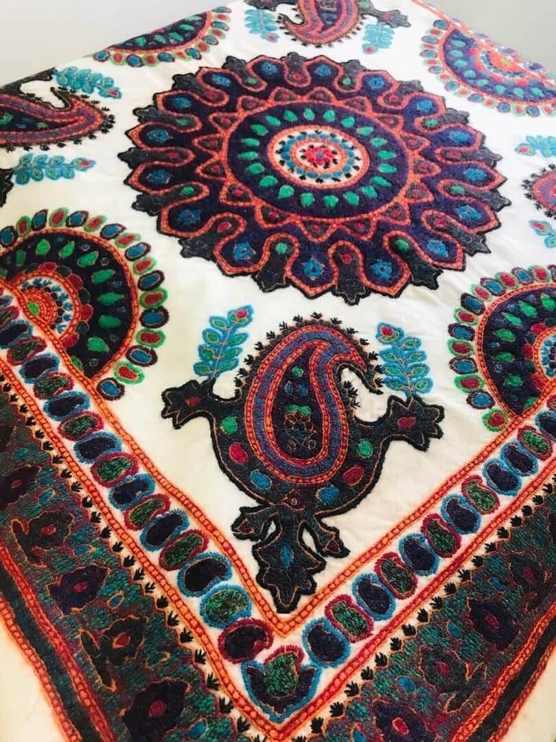 تصویر رومیزی سنتی پته دوزی