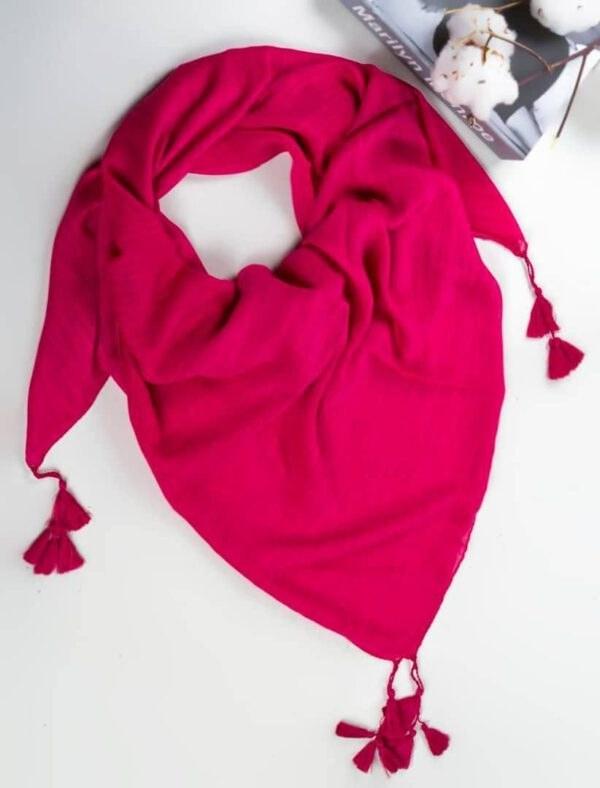 تصویر روسری ساده نخی منگوله دار