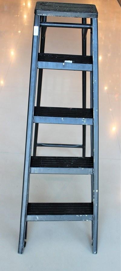 تصویر نردبان فلزی 5 پله زرگر
