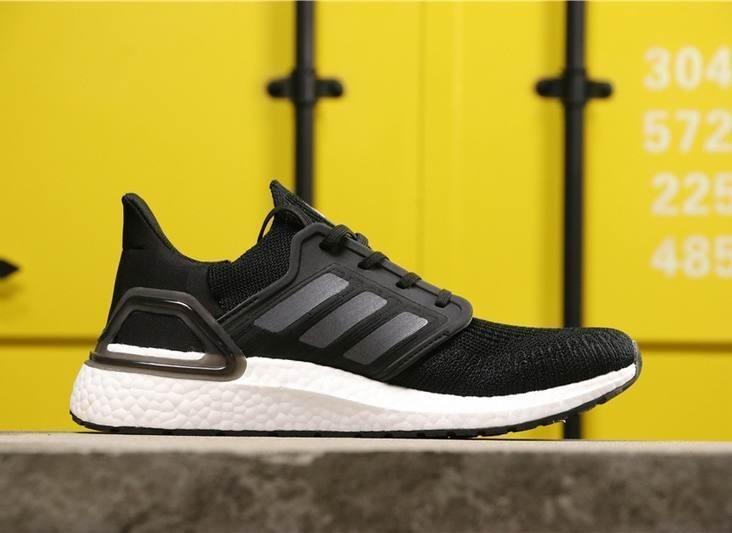 عکس کفش پیاده روی آدیداس | مدل آلترا بوست ۲۰ | سیاه رنگ  کفش-پیاده-روی-ادیداس-مدل-الترا-بوست-20-سیاه-رنگ