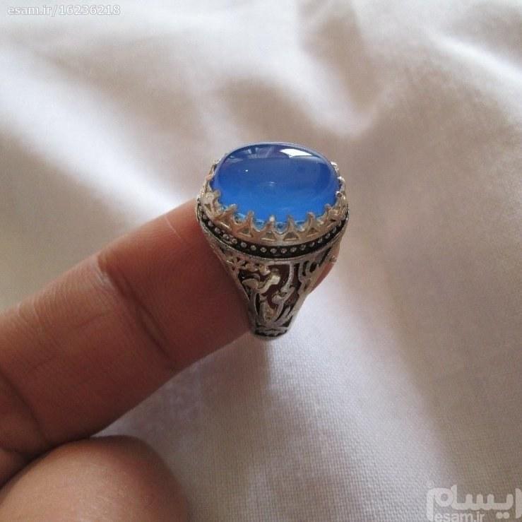 انگشتر نقره عقیق ابی | نگین وارداتی -رکاب مزین به (علی مع الحق و ...)-اندازه 13در 9میل-وزن6.68 گرم- سایز60