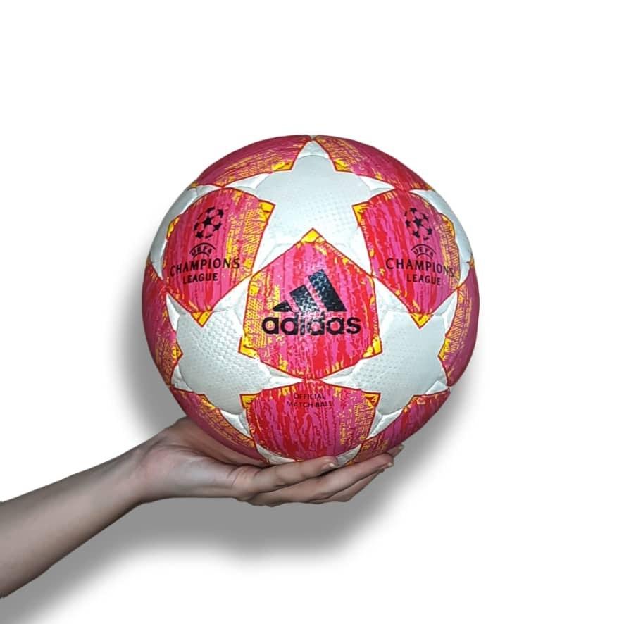 تصویر توپ فوتبال آدیداس طرح لیگ قهرمانان