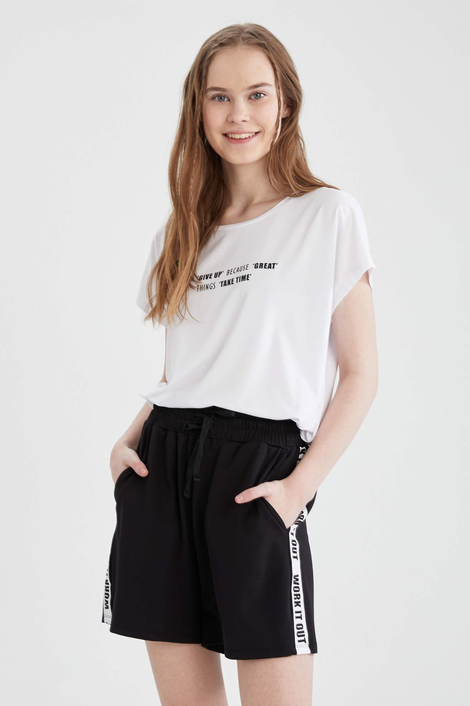 تصویر تی شرت نوشته دار زنانه