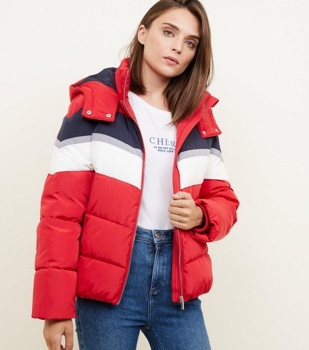 زنانه - کاپشن زنانه نیولوک (انگلستان) Schwarze dicke Jacke mit Colour-Blocking-Design
