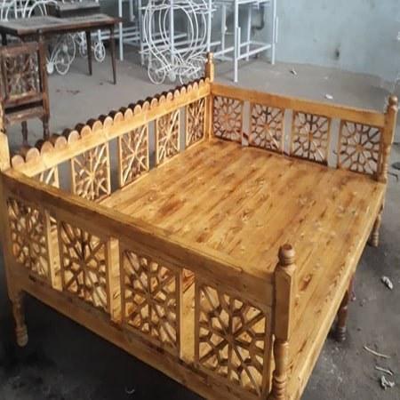 تصویر تخت سنتی چوبی سایز 100*200