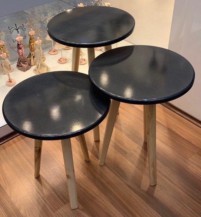 تصویر کد 7-117   میز عسلی سهپایه گرد سهتایی زغالی