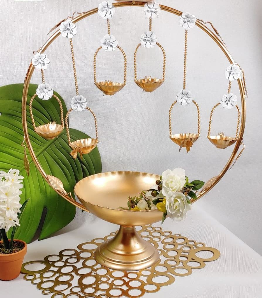 تصویر هفت سین دایره گل طلایی