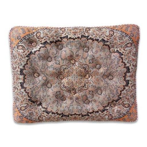 پشتی ترمه قابی   پشتی های ترمه به لحاظ کیفیت و زیبایی منحصر به فرد می باشند. به گونه ای که سالیان سال می تواند مورد استفاده قرار بگیرند. سابقه استفاده از این پشتی به روزگاران قدیم برمیگردد، زمانیکه نه مبلی بود و نه کاناپه ای. زمانی که فقط زیبایی خانه ها با همین پشتی