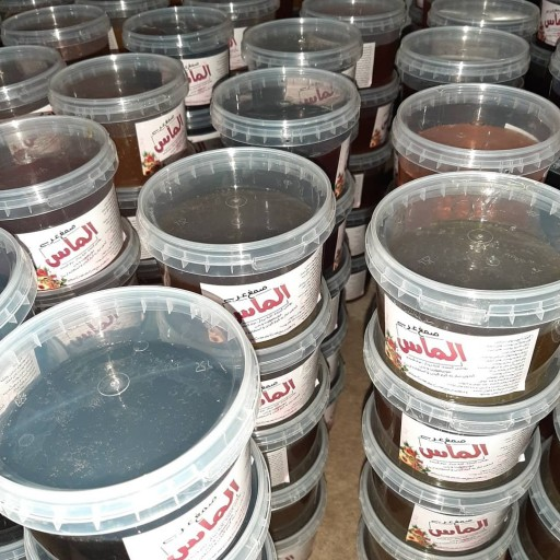 موم عربی.(صمغ عربی یا موم ادامسی) |