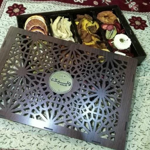 جعبه هدیه (گیفت باکس) میوه خشک مجموعه میوه های زمستانی و بهاری |