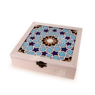 تصویر جعبه پذیرایی چوبی مربع کاشی سایز 23cm رنگ سفید طرح شمسه