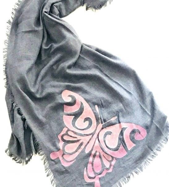 روسری نخی نقاشی شده طرح پروانه