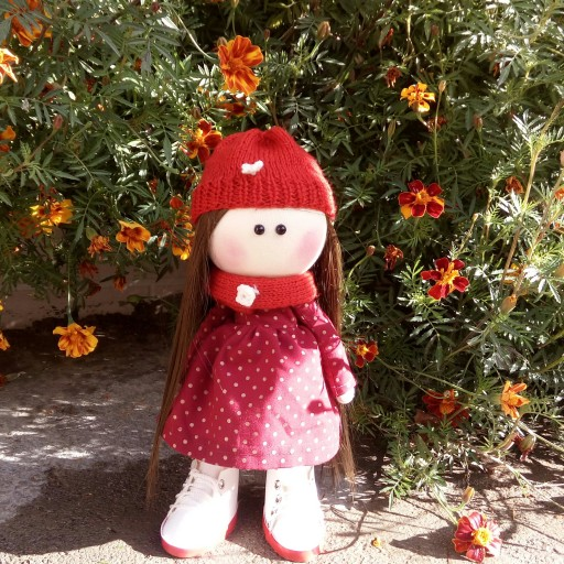 عروسک روسی شنل قرمزی |