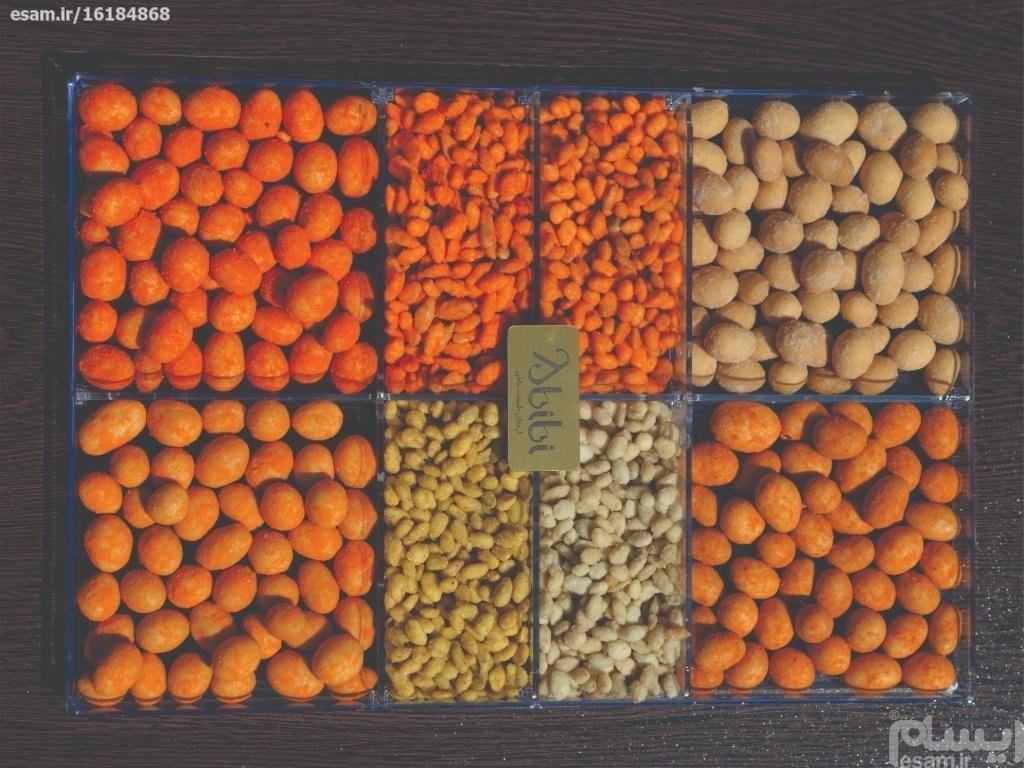 سینی مزه شور مخلوط بادام زمینی و تخمه های روکش دار مناسب هدیه   سینی مزه شور 480گرمی