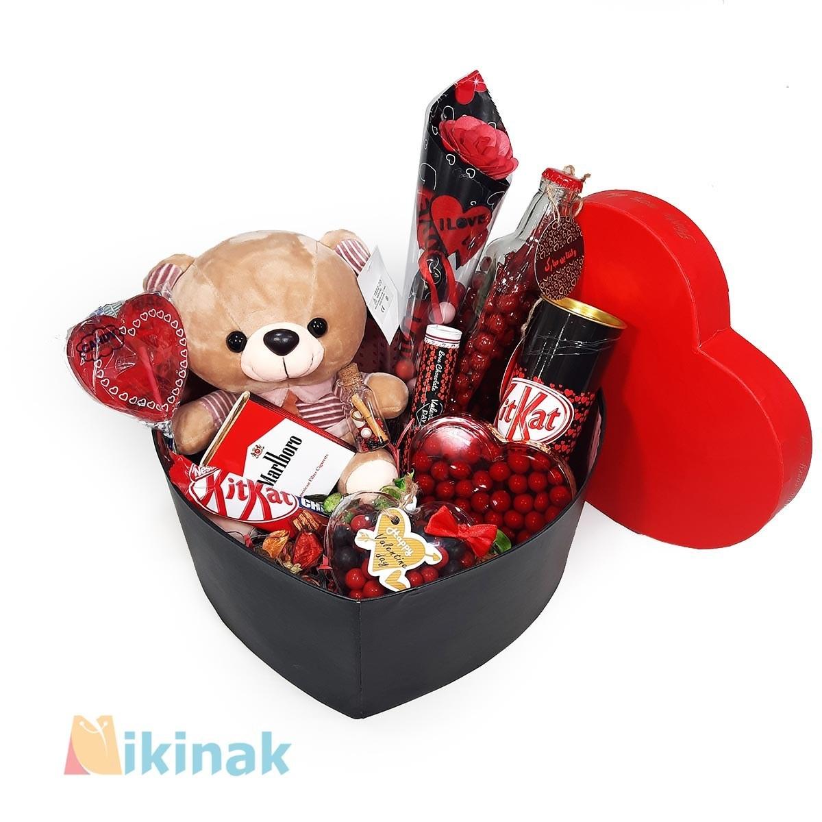 باکس کادوی ولنتاین همراه با عروسک خرس کرواتی