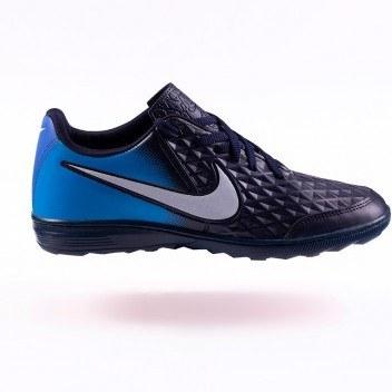 تصویر کفش ورزشی مناسب سالن و چمن مصنوعی نایکی
